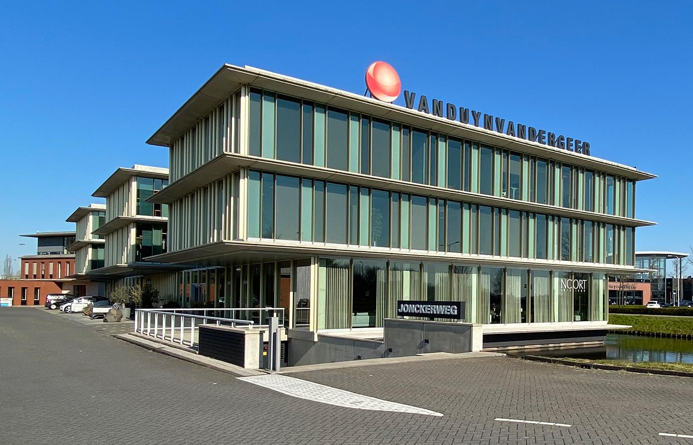 Kantorengebouw aan de Jonckerweg, gebouwd door Van der Wiel Bouw